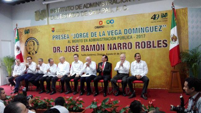 José Ramón Narro Robles, recibió la presea Jorge de la Vega Domínguez. Foto/Candelaria Rodríguez.