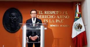 El secretario de Economía ofreció una conferencia de prensa en la embajada de México en EU. Imagen @SE_mx