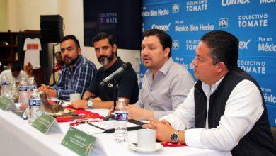 El presidente municipal de Tuxtla Gutiérrez, Fernando Castellanos Cal y Mayor, inauguró las obras artísticas que se realizaron a través del proyecto Ciudad Mural, mediante la colaboración del Colectivo Tomate y la empresa Comex, en el ejido de Copoya.