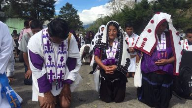 Habitantes de Chenalhó durante la marcha. Foto/La Jornada